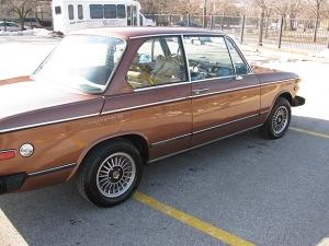 BMW-2002-side