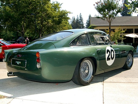 Aston_Martin_DB4_Superleggera