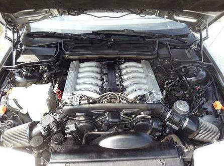 fuelfed-bmw-850csi-engine