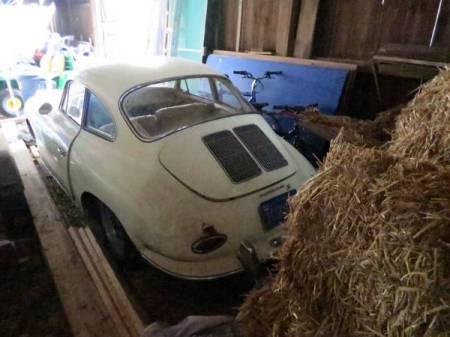 Porsche_356_in_barn