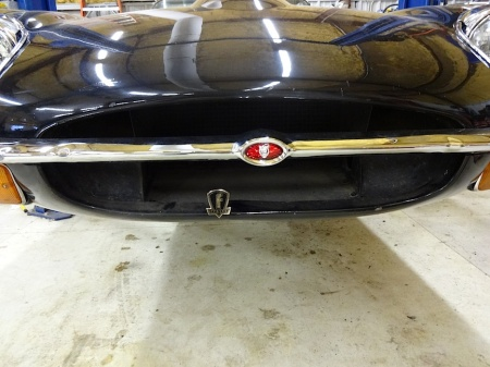 jaguar-e-type-fuelfed-badge